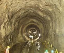 El impacto de las aguas subterráneas en la excavación de túneles en dos entornos hidrogeológicos diferentes en el centro de Italia.